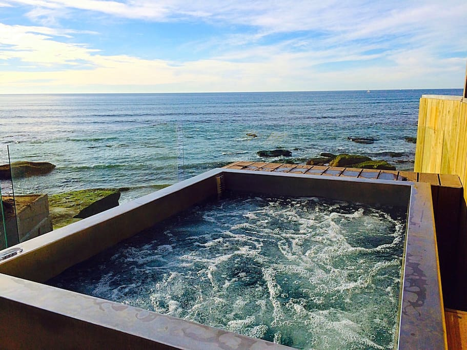 Jacuzzi on the oceans edge