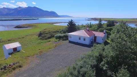 Cottage at the Beautiful Oceanside - Thursstadir