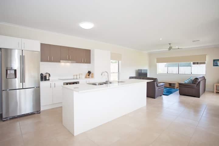 The Beach Holiday Home - Mackay QLD