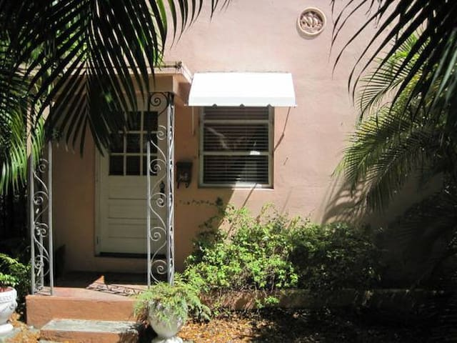 Historic 1BR with Private Patio--Last Minute OK - coral gables - Appartement