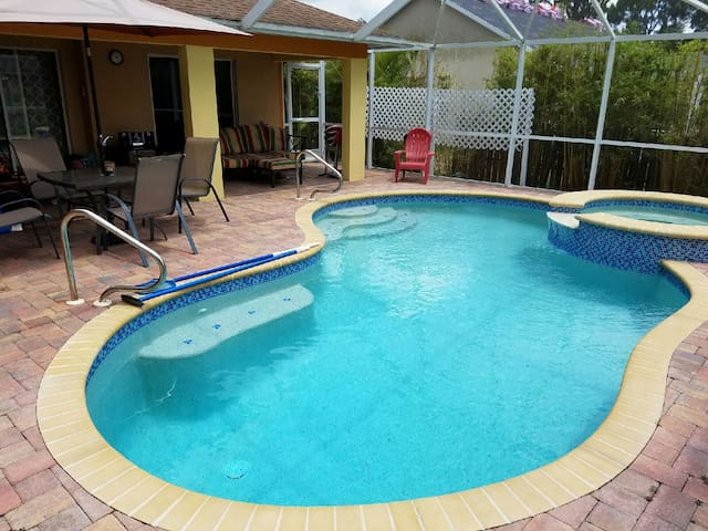 Pool/Spa Home near beach & shopping - Pet Friendly - Fort Myers