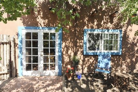Charming adobe Studio near Plaza - Appartement