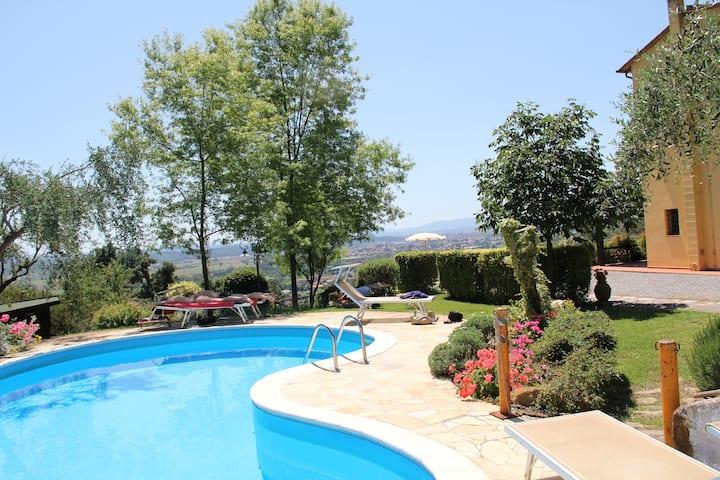 Casolare toscano con piscina