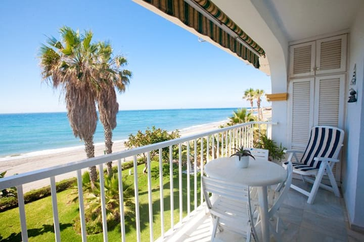 BEACHFRONT APARTMENT - Torrox - Apartment