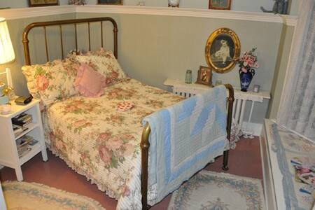 St. Ann Ranch Country Inn - Bedroom 3