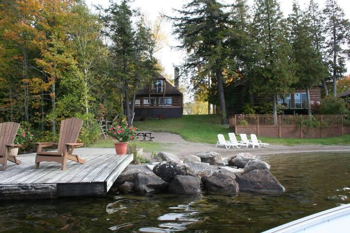 """""""Cedarwood"""" Beach Front Cottage on Stoney Lake"""
