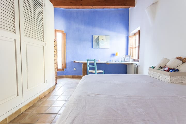 Room with double bed on the ground floor and desk