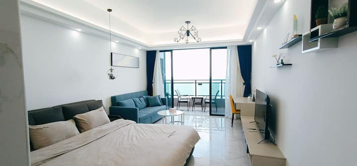 无遮挡观日出大阳台海景房带沙发床