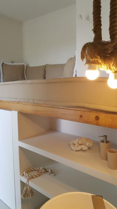 Dettaglio zona divano letto soppalcato