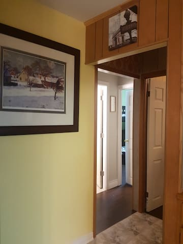 Classic 5 BR Lakefr Cottage In Kawartha Lakes