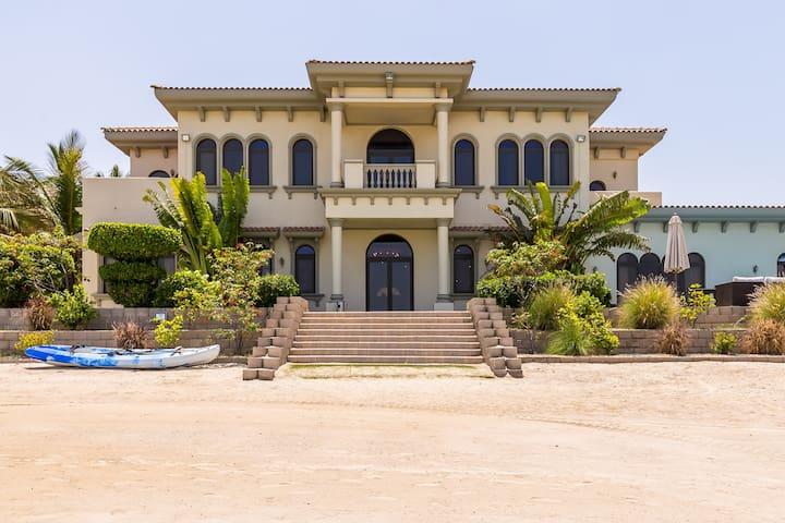 Stunning Villa on Private Beach in Palm Jumeirah