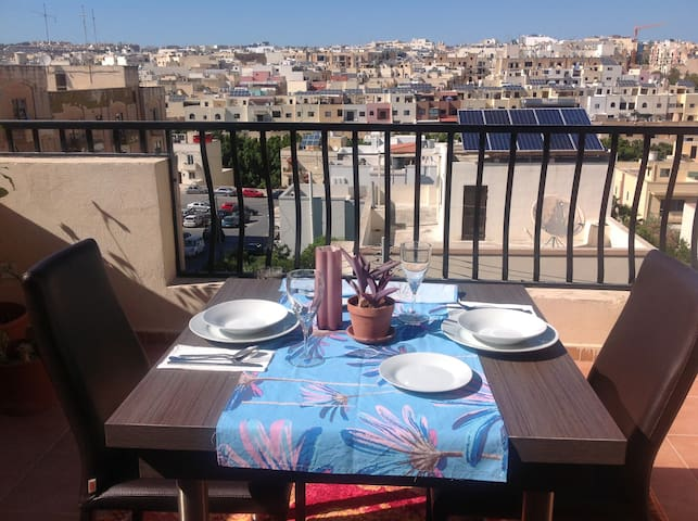 Single Bedroom in a Penthouse with large terrace. - Birkirkara - Apartment