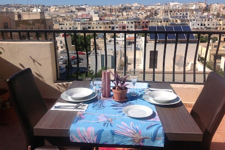 Single Bedroom in a Penthouse with large terrace. - Birkirkara - Pis