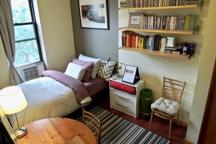 SUNNY GUEST BDRM in Fort Greene!