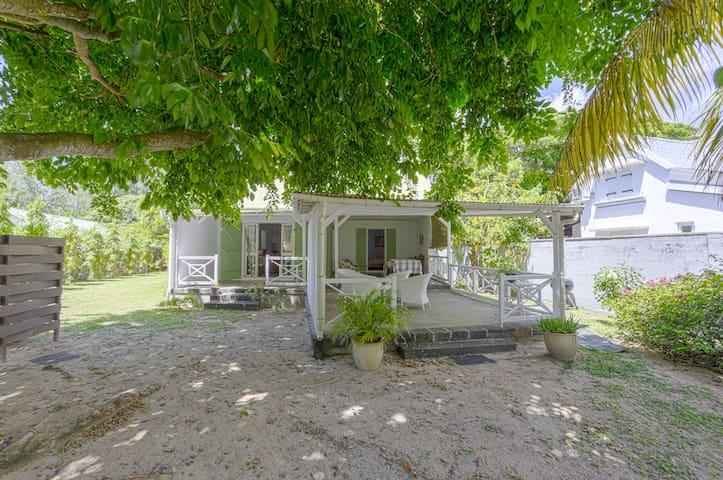 4 BR Beachfront 3* Villa  in Roches Noires