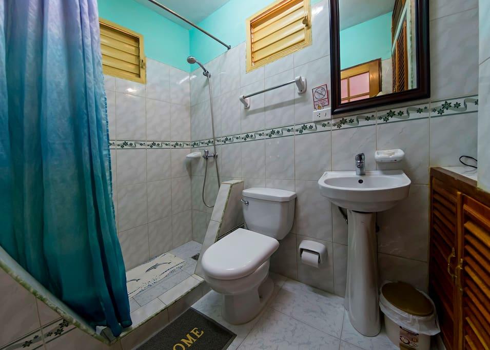 Baño Privado Room 2