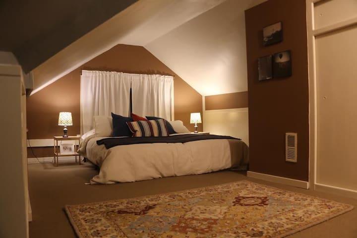 "Tucked Away in Ballard – The ""Maine"" Bedroom - Seattle - House"