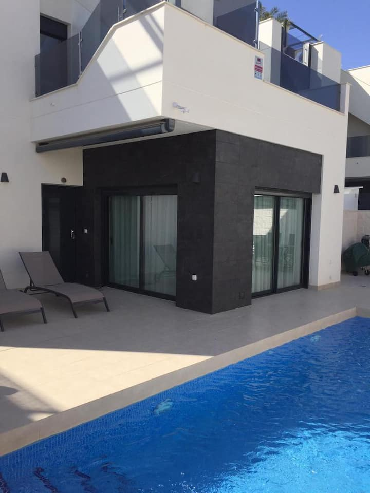 Récente  Villa Luxueuse avec Piscine Privée