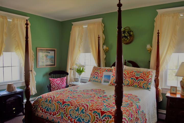 Private Queen Room with Reading Nook in Beach-Side Hotel