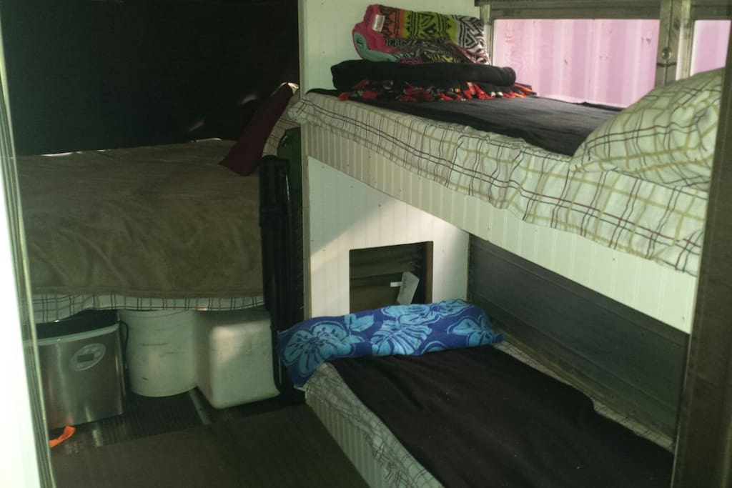 1 full bed and 2 bunk beds