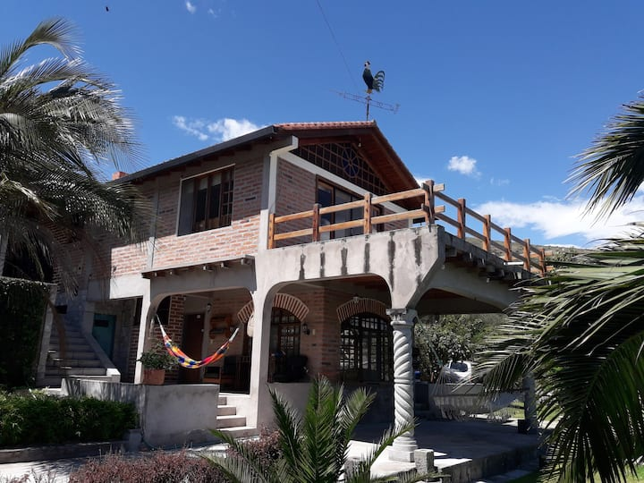 Charming countryside house 1hr from Quito!