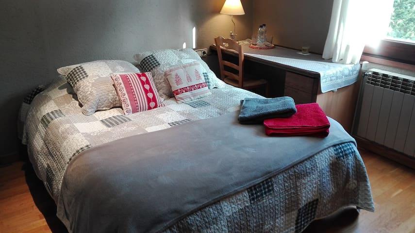 habitación con baño privado y desayuno Puigcerdà