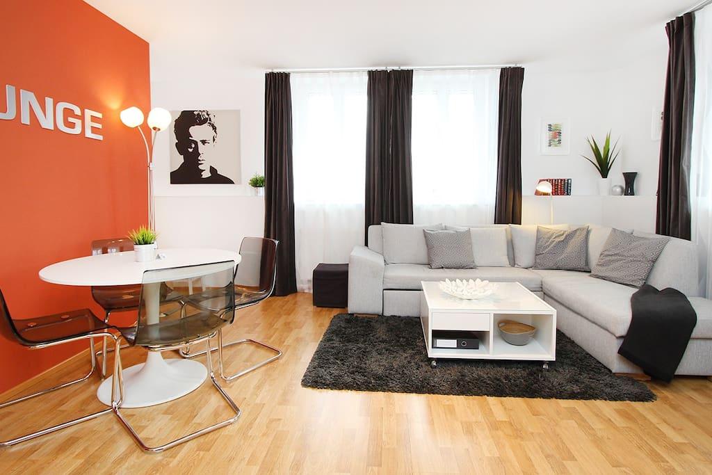 Wohnzimmer mit Küchenzeile / livingroom with kitchenette