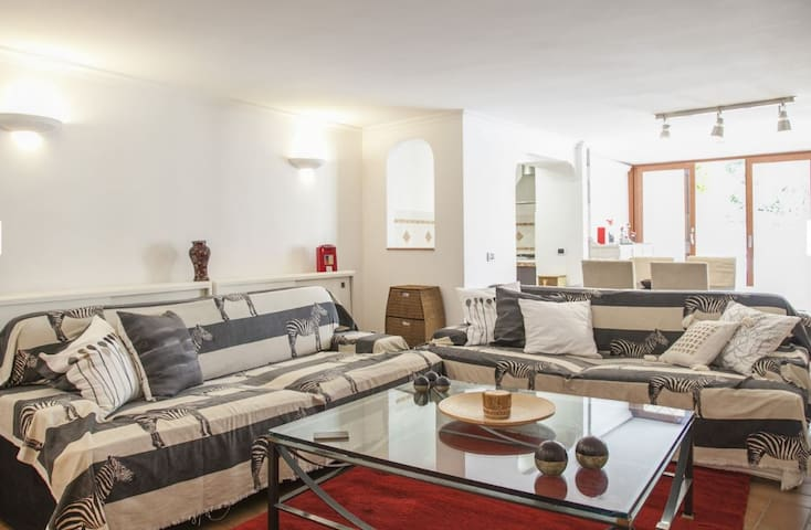 Nice apartment in villa with pool in Eur Fungo