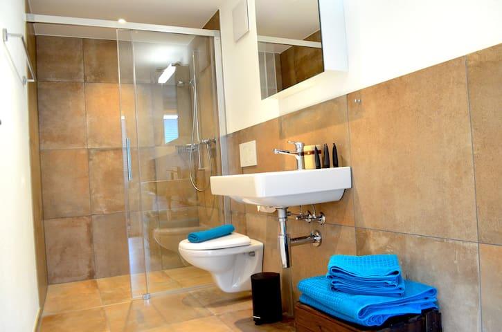 """Badezimmer vom Doppelzimmer """"Jungfrau"""""""