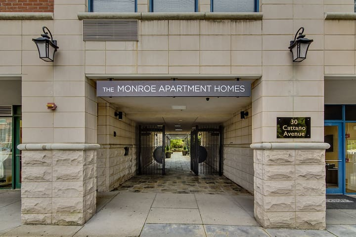Apartment on the Morristown Green - Morristown