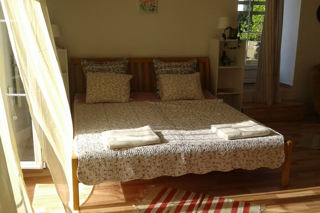 king size bed (180/200 cm.)