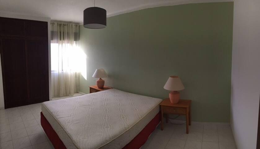 Aluga-se apartamento p/ férias em Armação de Pera - Armação de Pêra - Apartament