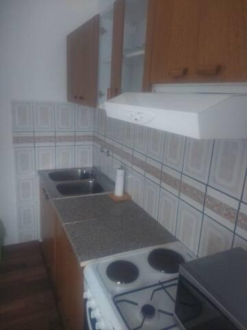 studio apartment for 4 - Jezerce - Bed & Breakfast