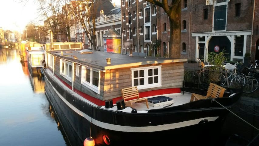 Cosy little studio in a houseboat. - Ámsterdam - Barco