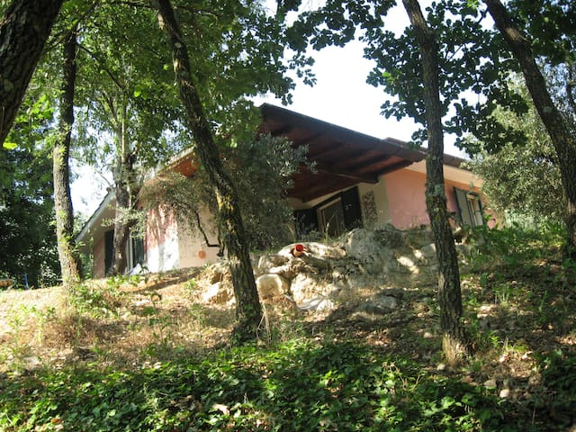 Lovely house in mountains near sea - Sonnino - บ้าน