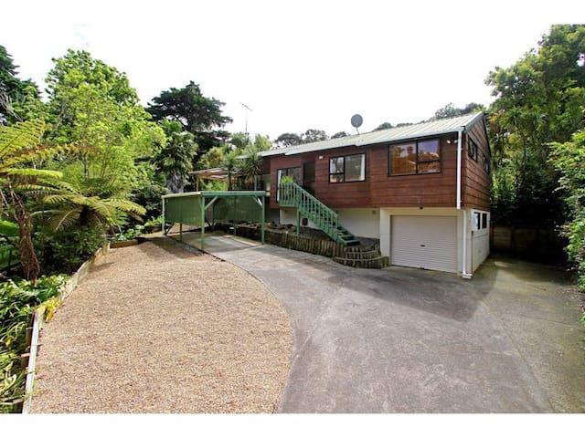 Lifestyle house in Torbay near sea - Auckland - Villa