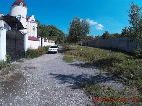 Рядом с центром Донецка отдельная комната в доме