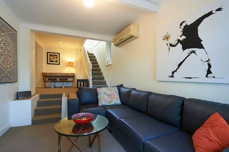 COTTAGE CLOSE TO CITY & HARBOUR - Rozelle / Balmain