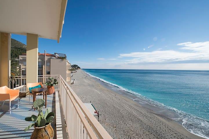 Alloggio con terrazza sul mare. - Varigotti - Apartment