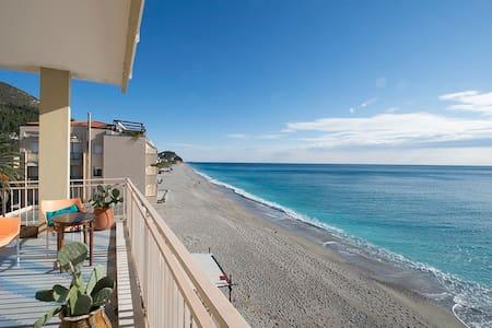 Alloggio con terrazza sul mare. - Varigotti - Wohnung