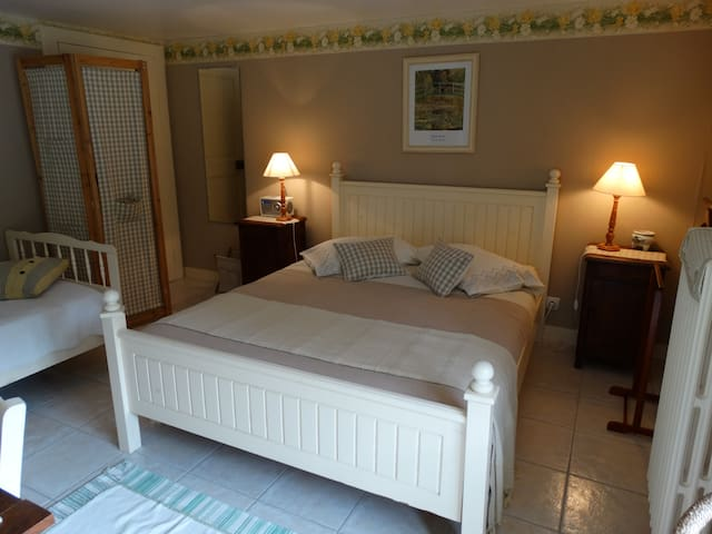 "Chambres d'hôtes ""Monet"" - Cancale - Bed & Breakfast"