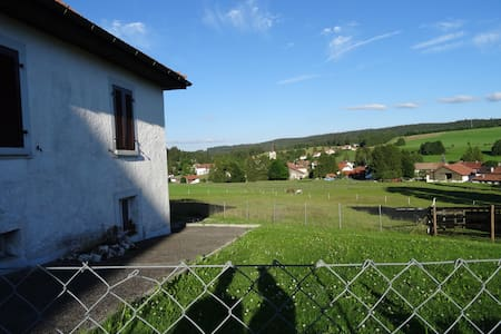 Jura chalet - great view of horses - Casa