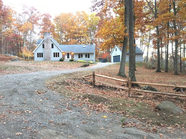 Private Country Retreat in Lovely Lakeville CT - Salisbury - Huis
