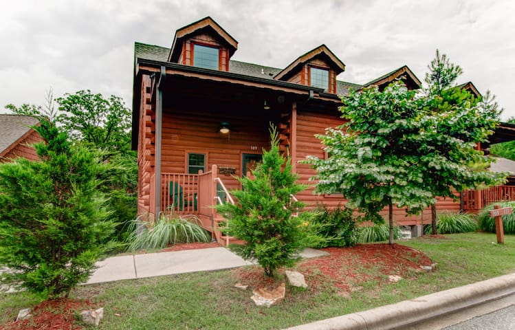 Cedar creek lodge near the branson strip cabins for rent for Cabin rentals near branson mo