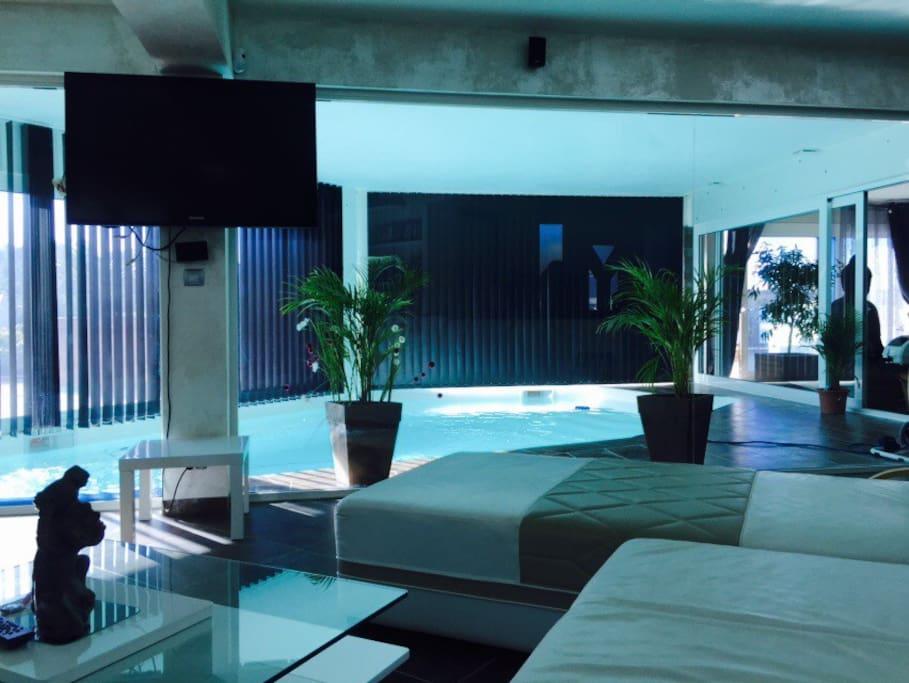 Villa de luxe avec piscine int rieure spa ville in for Villa de luxe avec piscine interieure