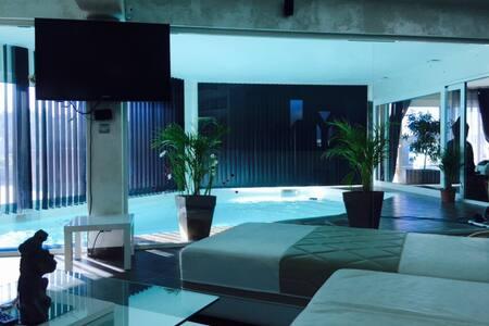 Villa avec piscine intérieure - Mondragon - Villa