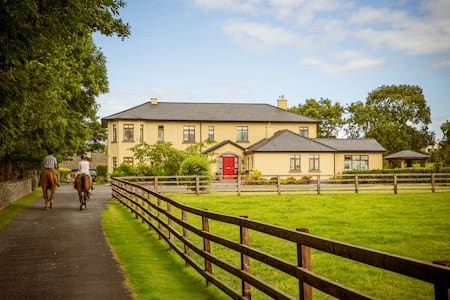 Farm stay 6 mile to Shannon Airport - Newmarket on Fergus - Aamiaismajoitus