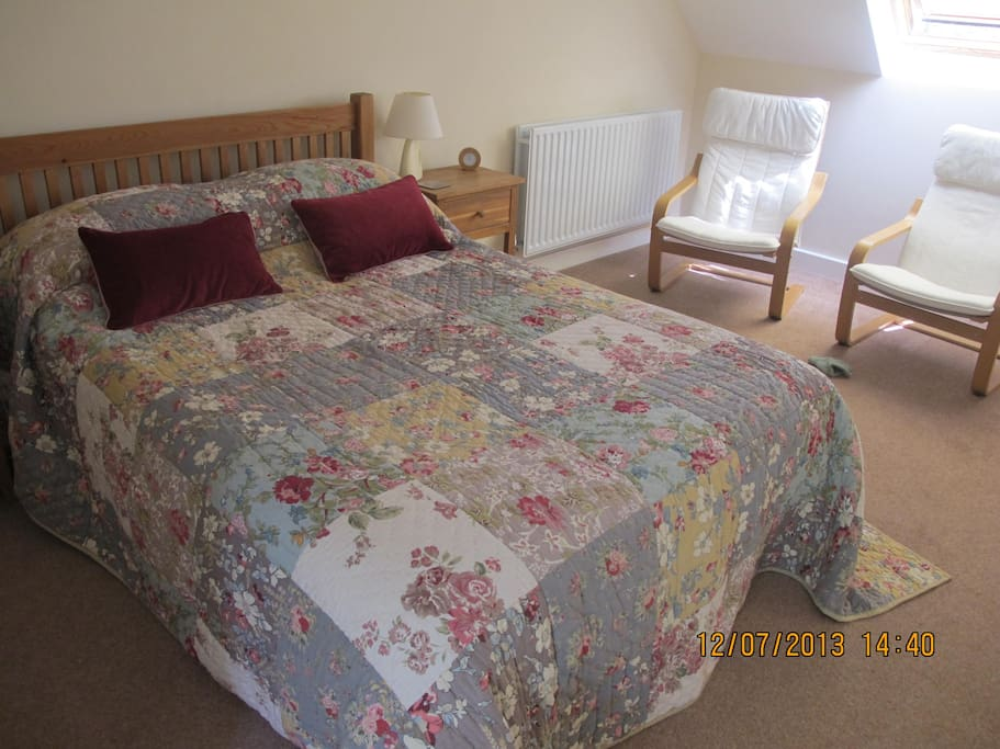 Double bed, single bed can be added to room to accommodate 3 ppl