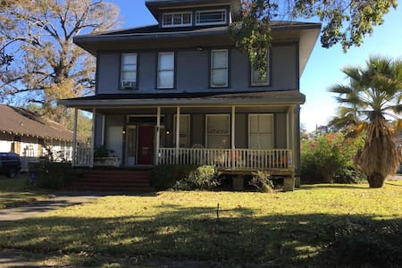 Historic Downtown/PrivateUpstairs Apartment w/WiFi - Beaumont - House