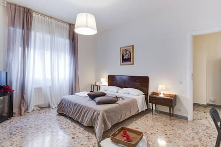 Central Apartment 1 Vintage Room  - Ciampino - Bed & Breakfast